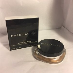 Marc Jacobs Marvelous Mousse Foundation